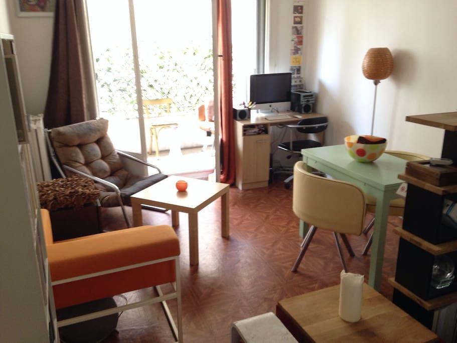 studio with balcony appartements louer paris le de france france. Black Bedroom Furniture Sets. Home Design Ideas