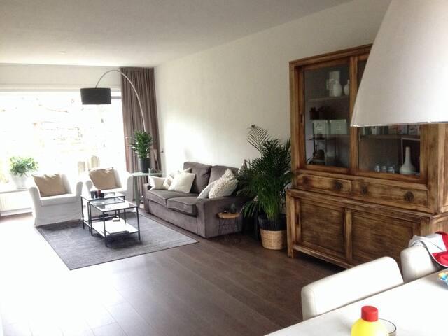 Ruime woning, zeer compleet en behaaglijk - Apeldoorn - Huis