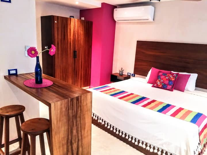 Chic & Colorful apartment W private pool,