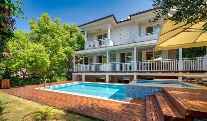 Luxury 3 Bedrooms Villa With Private Pool & Garden