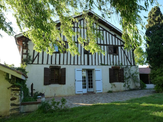 Chambre spacieuse av sdb privée - Aire-sur-l'Adour - Huis