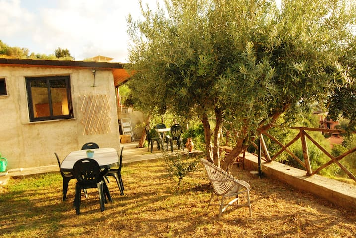 Sea viewing house with big garden - Capo d'Orlando