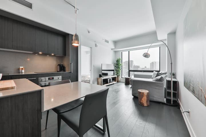 Luxury condo situated in the heart of downtown