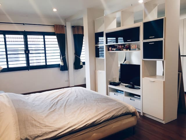 Private Home 3 BRs 250sq.m.near MRT - Bangkok - House