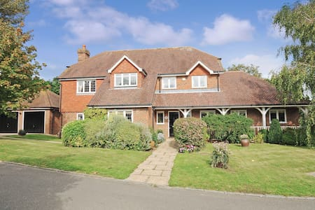 Tirol House  - 2 double bedroom BnB - Pulborough - Bed & Breakfast