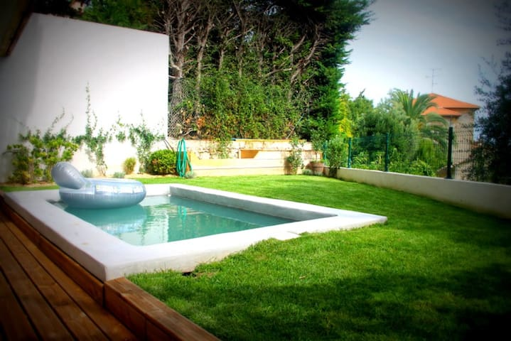 Quiet private room over the garden and pool & sun - Cannes - Hus