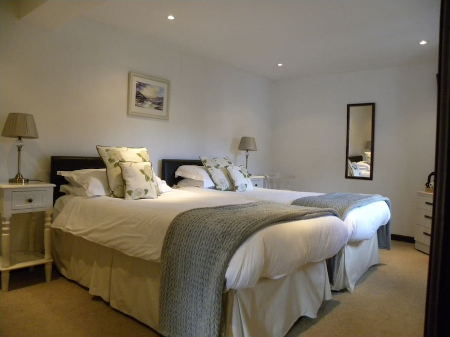 Sample twin bedded en-suite room