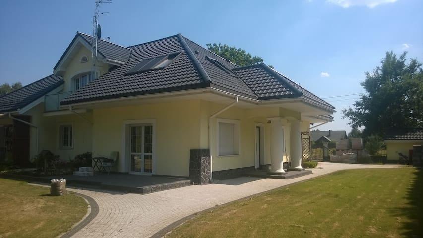 50m2 apartment 30min to the Center. - Długa Kościelna - Hus