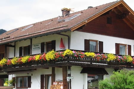 Cozy 4p-balcony flat with mountain view - Unterammergau - Apartamento