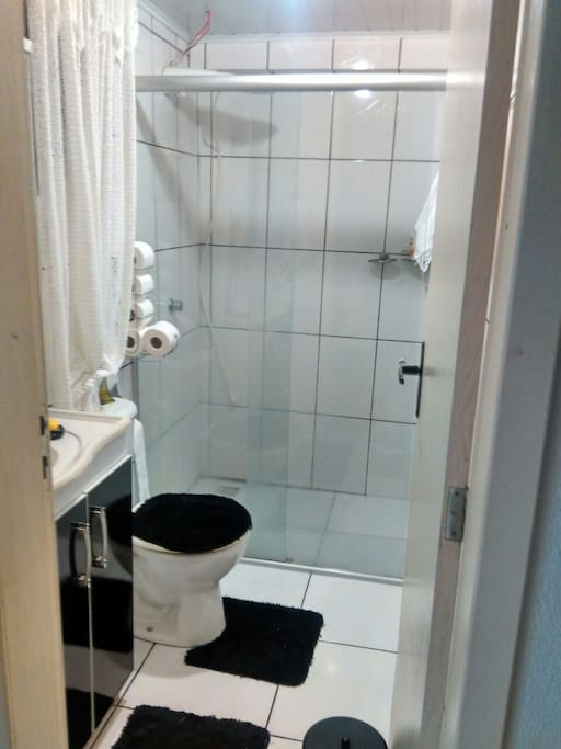 Banheiro social próximo aos quartos