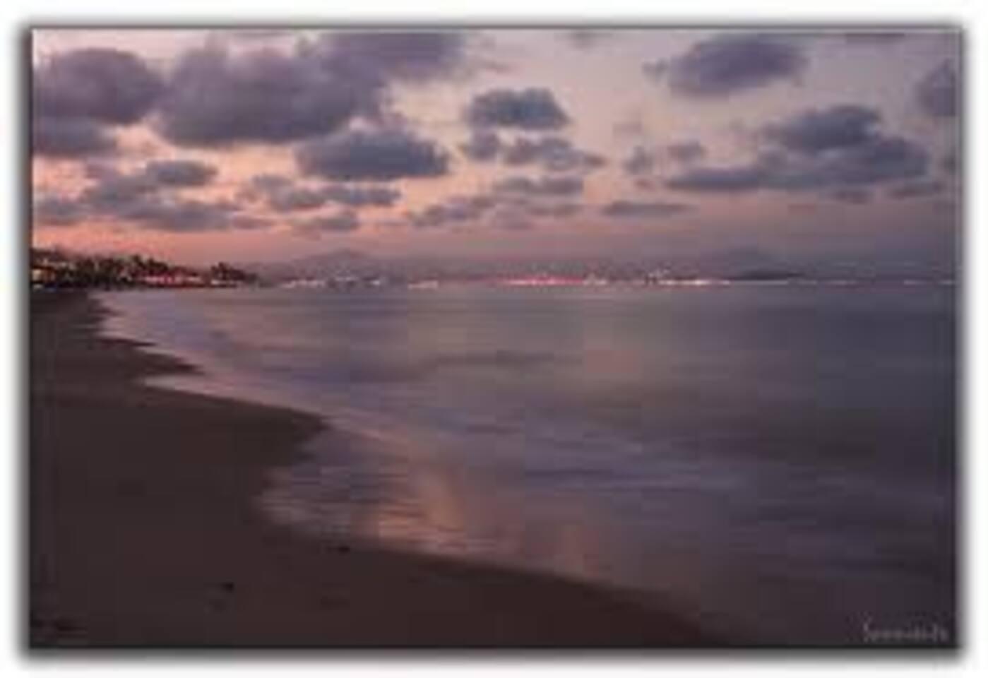 Playa Carabassi al anocher.