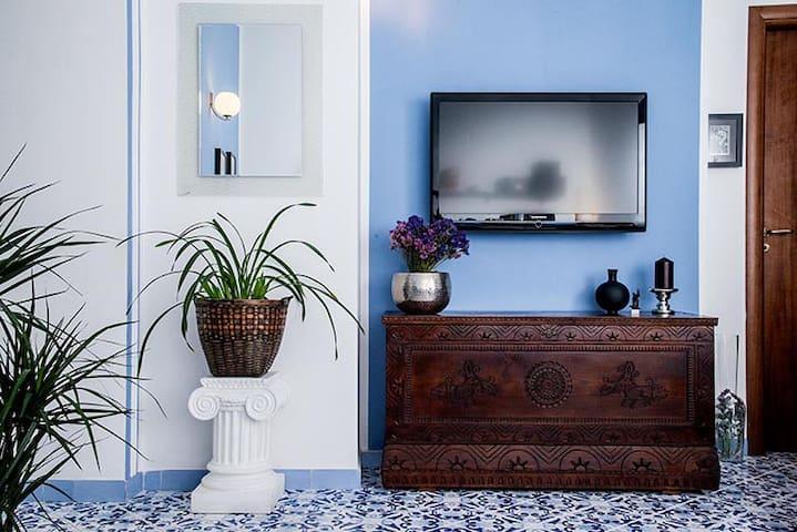 Il soggiorno - avrai a disposizione una sala relax con ampio Tv e aria climatizzata