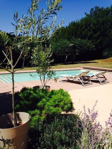 Chambre dans belle villa oyonnax - Groissiat - Hus
