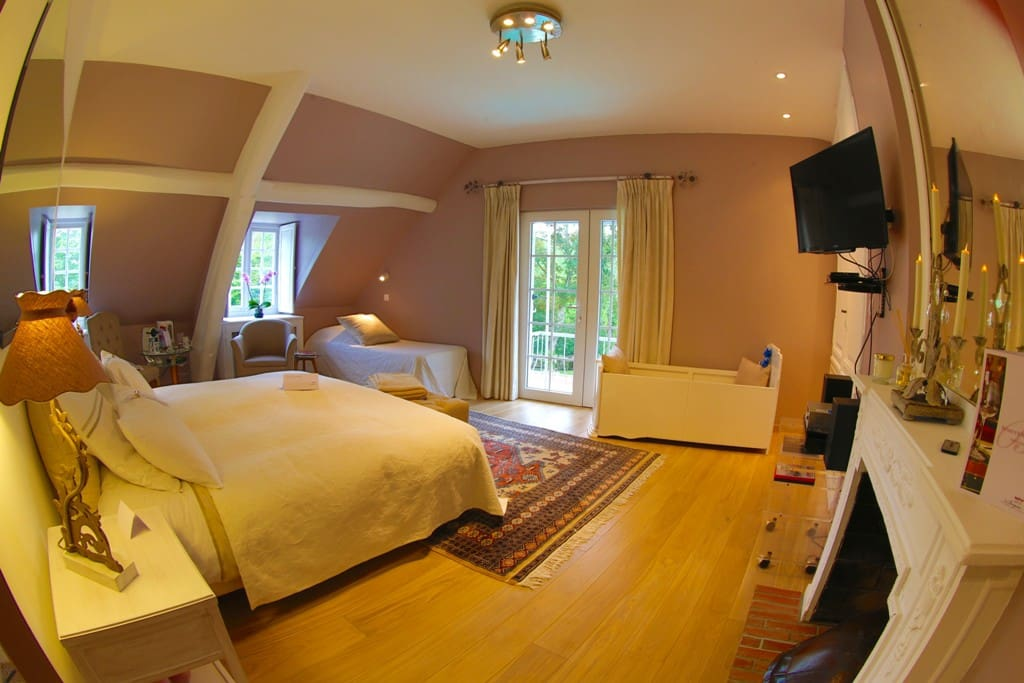 La chambre rom o et juliette bed breakfasts for rent for Chambre a part couple