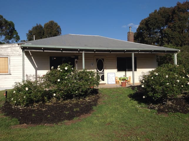 Peaceful Cottage on Working  Farm - Mount Barker - Talo