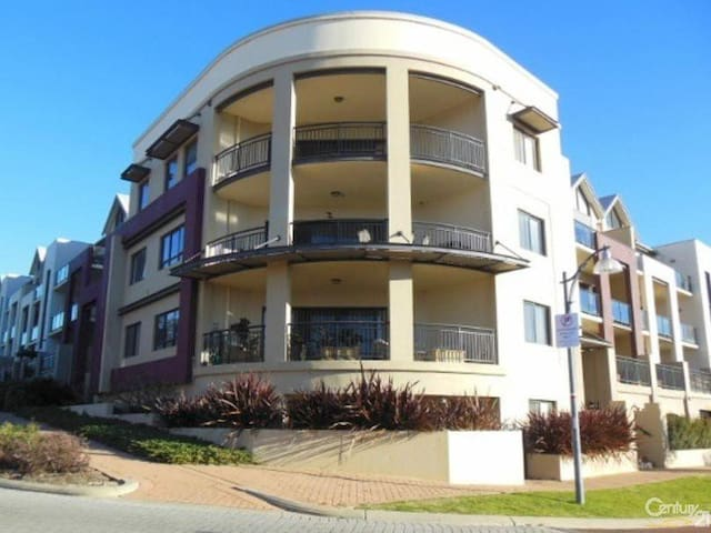 2nd Floor, 3 bedroom Apartment, fantastic loction