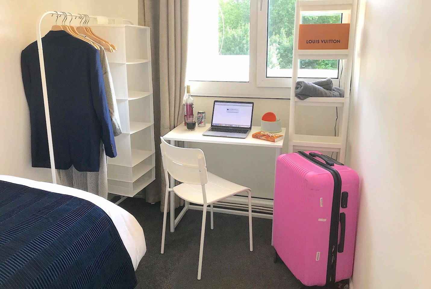 YOU'll LOVE IT ! Cosy room with green view just minutes from Oxford St, SoHo, Waterloo, LondonEye, St Thomas. Fully equipped kitchen with washer. Hairdryer, towels, linen are provided. BOOK NOW or you might be too late. It's BRAND NEW on airbnb !
