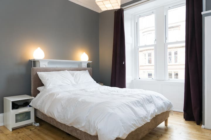 Main bedroom with incredibly comfortable king size bed