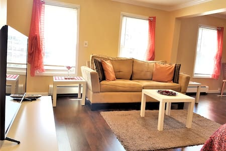 Cozy suite 5 min walk to train/15 min JFK+parking