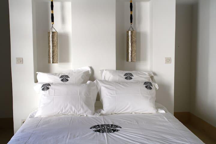 "Riad Yamcha - SUITE ""Thé noir"" - Meknes - Bed & Breakfast"