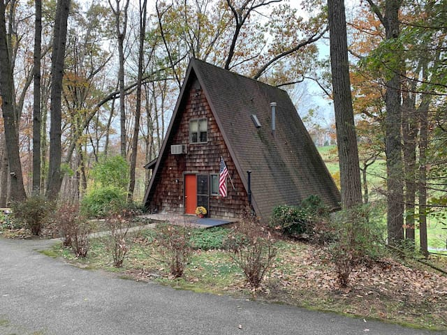 2nd Floor Suite in A-Frame on Wooded Lot by 83 E14