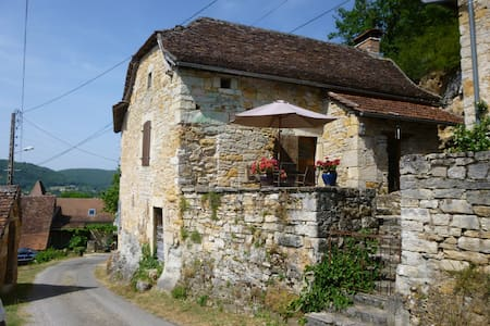 Lovely Comfortable Stone Cottage, Stunning Views - Ambeyrac