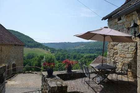 Lovely Comfortable Stone Cottage, Stunning Views - Ambeyrac - House