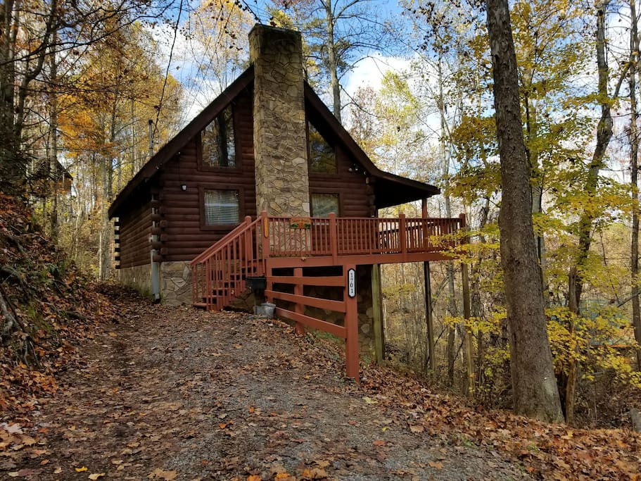 A cozy couples getaway at forever dreams houten huisje for Weekend getaways in tennessee for couples