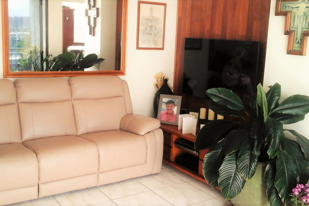 Brand new lounge suite