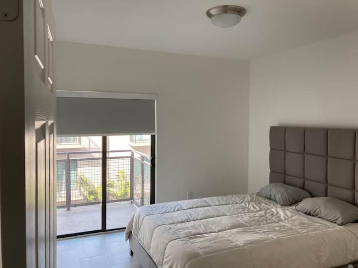 NEW Top Floor ENTIRE APT (10 MINS to MIA)