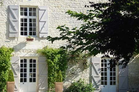 B and B Gagnepain La Riviere - La Clisse - Bed & Breakfast