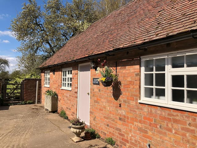Dairy Cottage: 2 bedroom cottage, Leamington Spa
