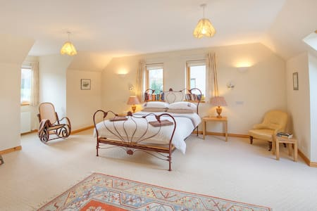 Highland Escapes - Newtonmore - Newtonmore