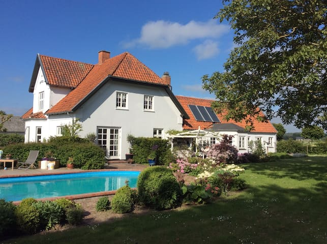 """Marielyst"" Bed and Breakfast - Næstved - Dom"