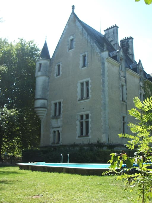 Chateau de la chaise bed breakfasts for rent in mosnay for Chateau de la chaise