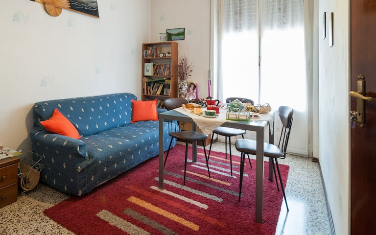 Cozy single/double bedroom in B&B - Samarate - Bed & Breakfast