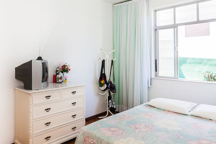 Clean & bright room close to the beach in Barra! - Salvador - Apartamento