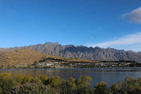 Cosy room by the lake, close to town - Queenstown