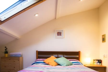 Bonita habitación en ático - Saint-Jacques-de-Compostelle