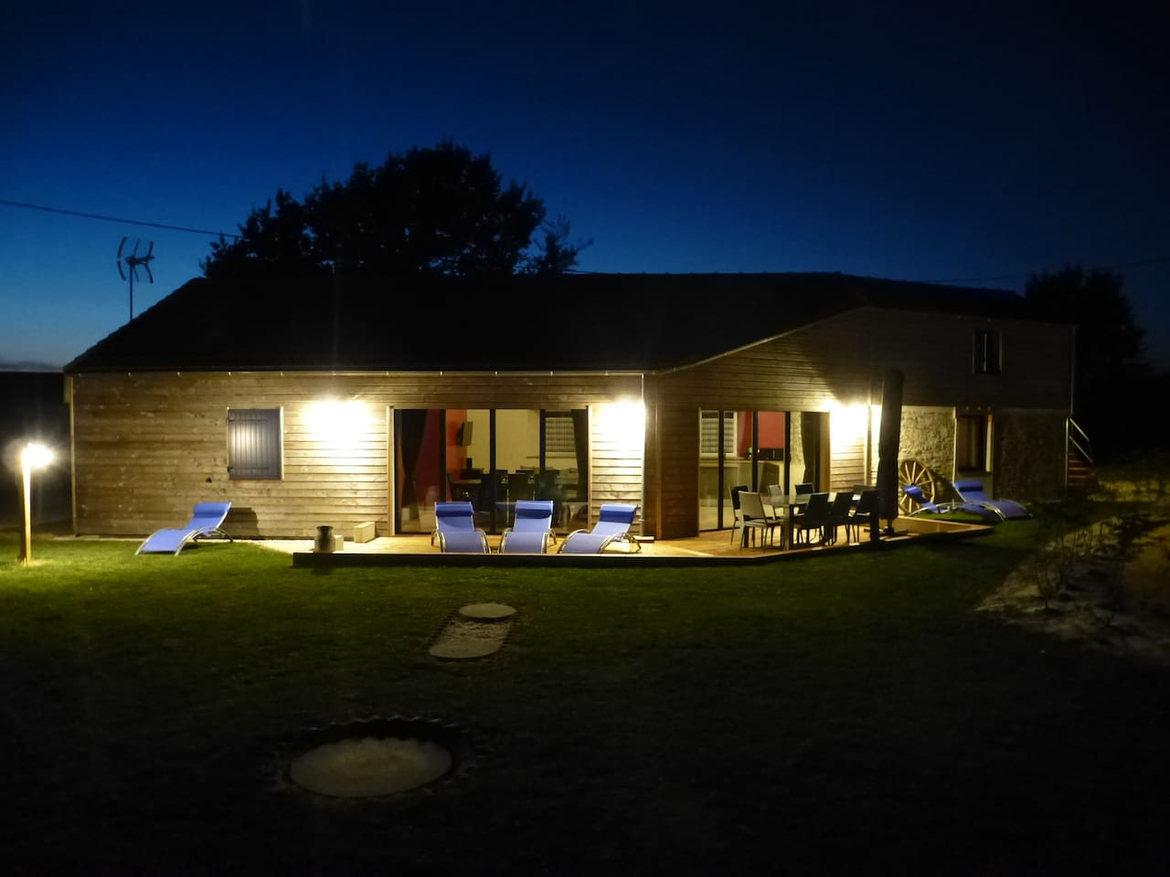 Jardin et terrasse de nuit