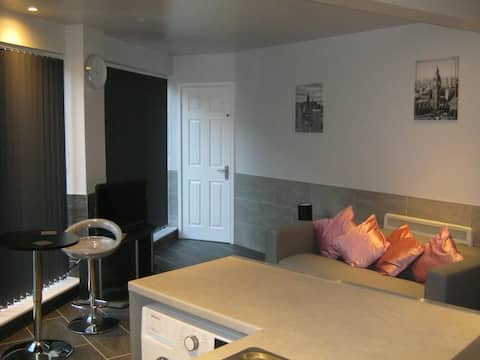 Riverfront bungalow in Bewdley, Worcestershire