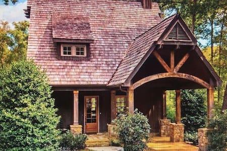 Charming,peaceful cottage at Lake Martin