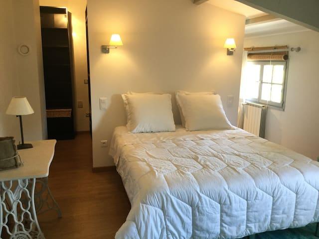 Une chambre aux chênes avec spa, petit déjeuner