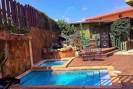 One32 Guest House Paradise - Kingston