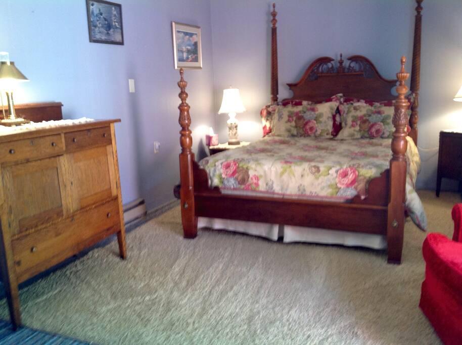 Kildare room, private bath, deck, a/c