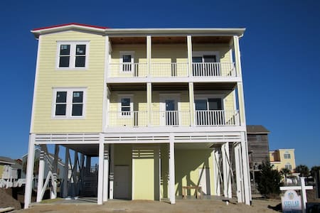 Sunset Serenity, REDUCED Rates! NEW with private pool, elevator,  2 FREE golf carts - Sunset Beach - 独立屋
