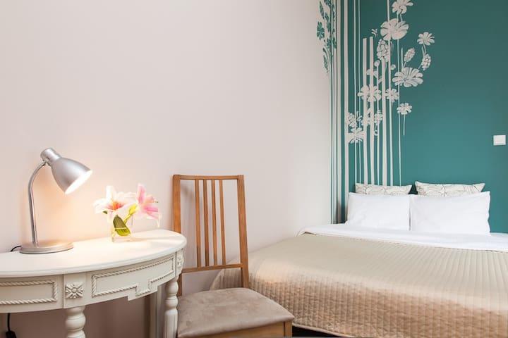 Blooms Double Room - Poznań - Villa