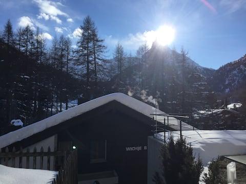 Pis tranquil a prop del telefèric amb vistes a Matterhorn