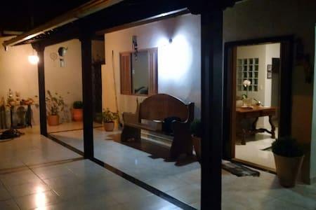 Lugar tranquilo,próximo a Pampulha - Contagem - Дом