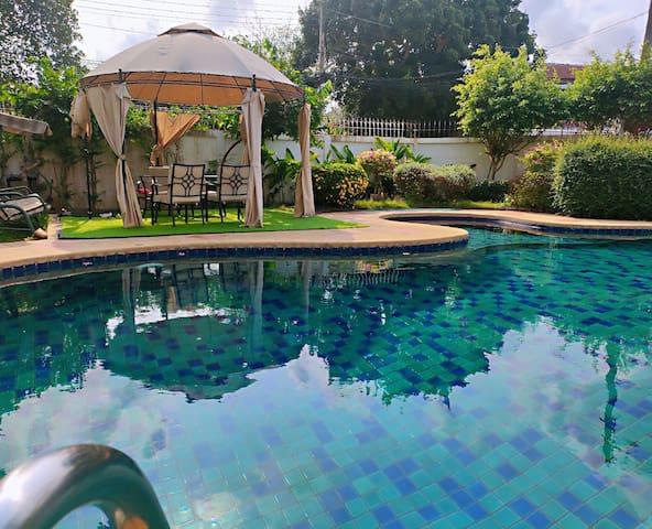 4 bdr 3 bath pool villa, leisure life